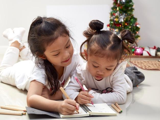 Mädchen schreiben wünsche für santa christmas