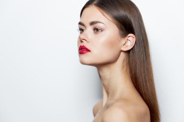 Mädchen spa-behandlungen seitenblick rote lippen saubere haut modell