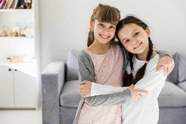 Mädchen umarmen
