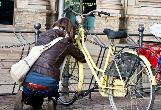 Mädchen und fahrrad