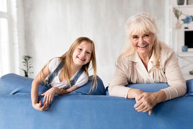 Mädchen und großmutter