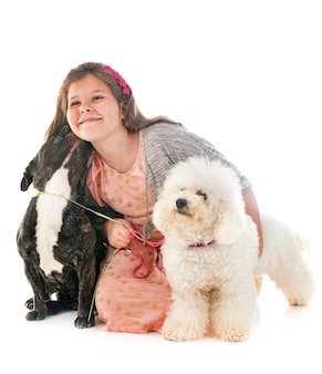 Mädchen und kleine hunde
