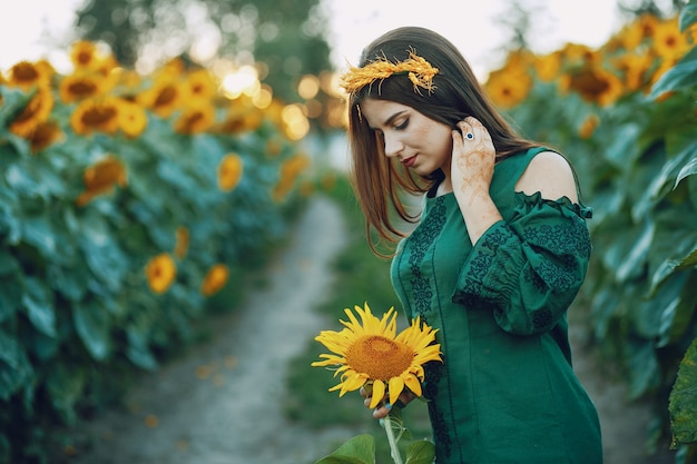 Mädchen und sonnenblumen