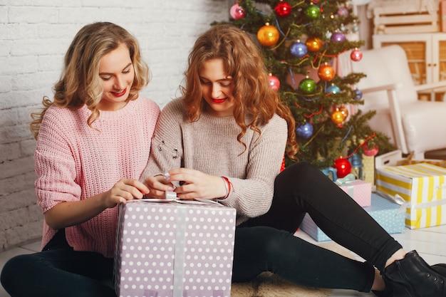 Mädchen und weihnachten