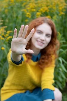 Mädchenhand hautnah