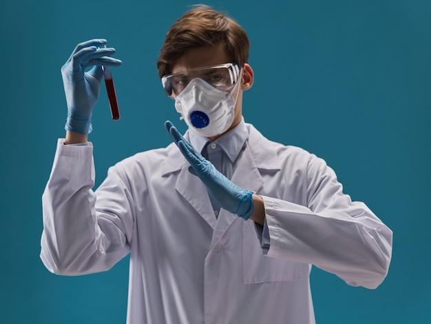 Männchen in schutzmaske arzt, grippe, verschlimmerung des virus, coronavirus 2019-ncov
