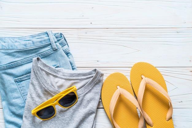 Männer casual outfits von reisenden, sommerurlaub