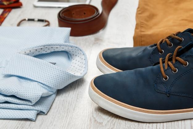 Männerkleidung und accessoires
