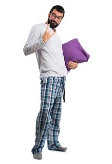 Männlich entspannen schlafanzug junge menschen