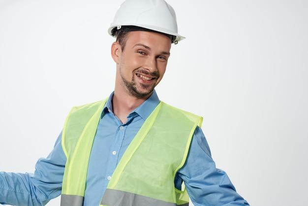 Männliche baumeister blaupausen baumeister arbeitsberuf