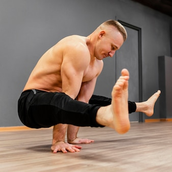 Männliche breakdance-leistung