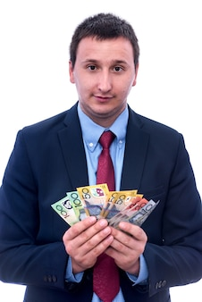 Männliche hände, die australische dollar-banknoten schließen, schließen