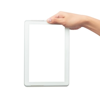 Männliche hand, die den weißen tabletten-pc-computer mit dem leeren bildschirm lokalisiert hält