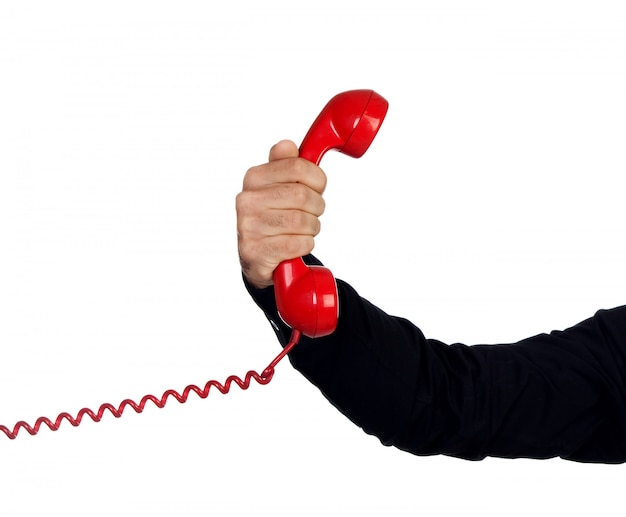 Männliche hand, die ein rotes telefon hält