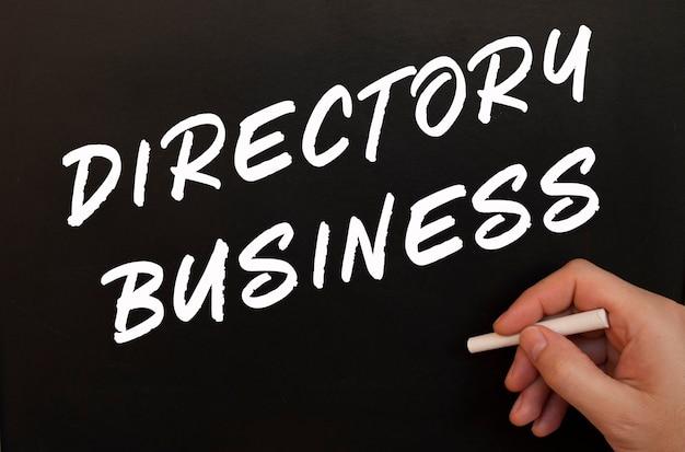 Männliche hand schreibt directory business wörter