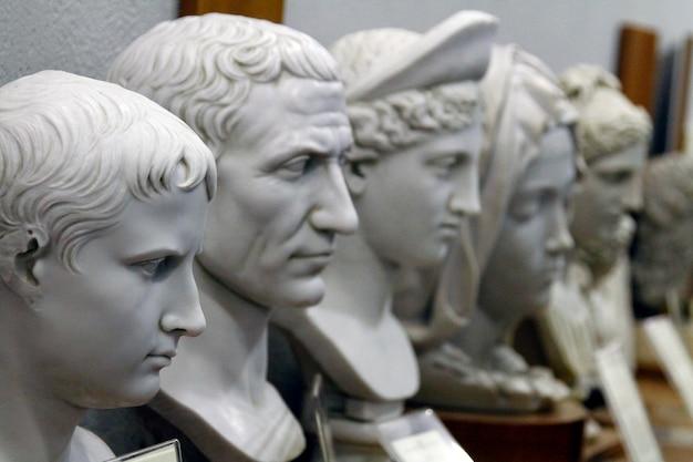 Männliche statuendetails der vatikanischen museen