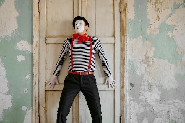 Männlicher clown, pantomime, parodiekomödie
