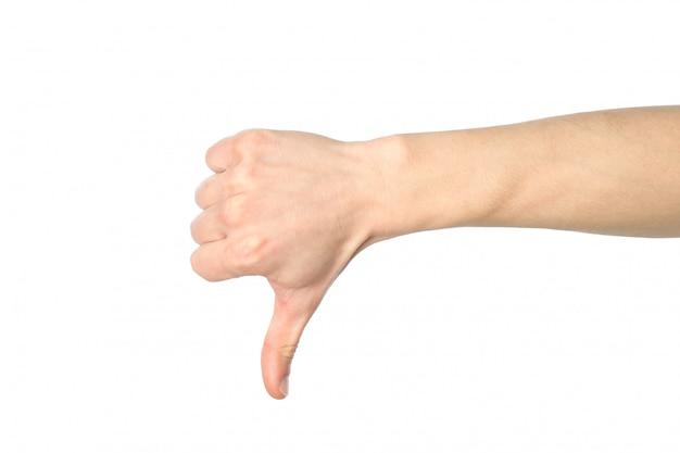Männlicher handdaumen nach unten, lokalisiert auf weißem hintergrund. gesten