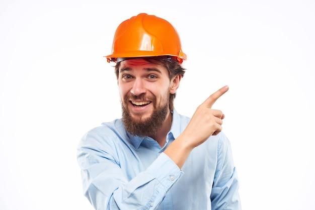 Männlicher ingenieur professioneller arbeitsberuf studio handgeste