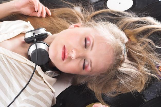 Magie der musik, foto der jungen frau