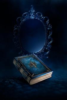 Magisches vintage-fantasy-buch auf dunklem hintergrund, magischer spiegel von vorhersagen und wahrsagerei, rauch, nebel, neon-mondlicht im dunkeln. 3d-darstellung.