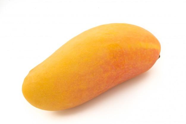 Mahachanok-mango auf getrenntem weißem hintergrund