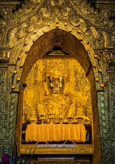 Mahamuni buddha oder maha myat muni buddha bild in mandalay,