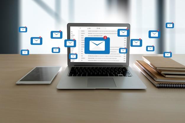 Mail communication connection nachricht an mailing-kontakte telefon global letters concept