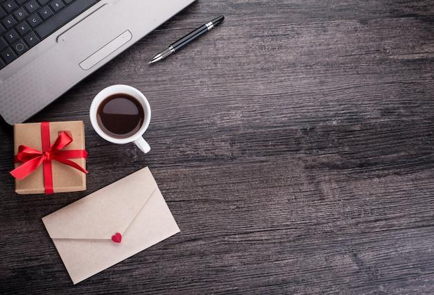 Mail leere nachricht seite laptop