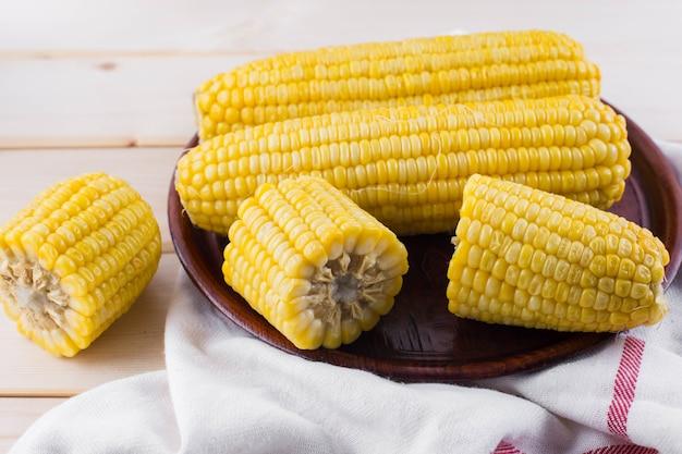 Mais auf holztisch