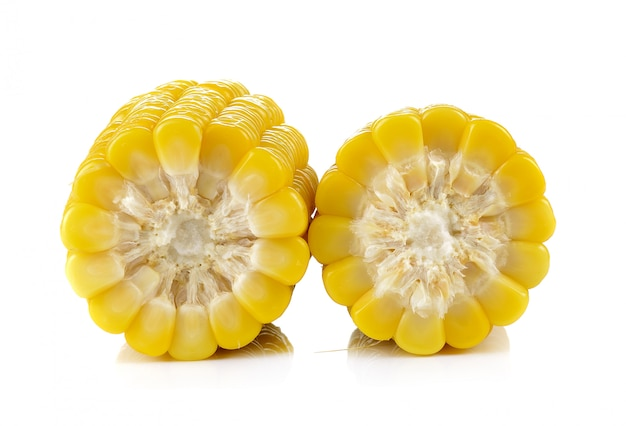 Mais auf weißem hintergrund