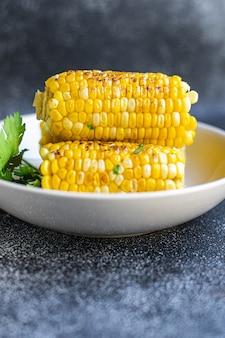 Mais gegrillter maiskolben leckeres essen mahlzeit snack kopie raum essen hintergrund rustikale draufsicht keto oder paleo