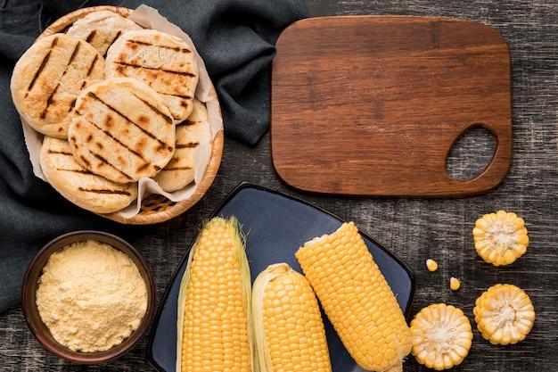 Mais und arepas anordnung flach liegen
