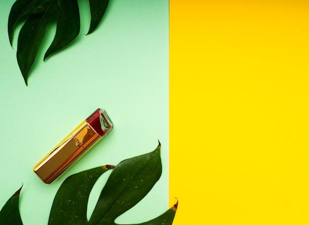 Make-up frühling tropische blätter