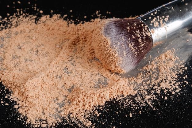 Make-up pinsel und foundation puder