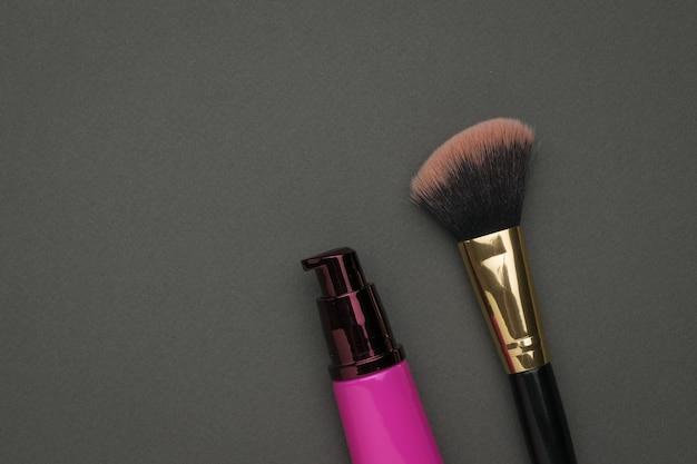 Make-up pinsel und kosmetikcreme. gesichtspflege-kit.
