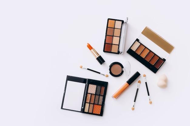 Make-up-produkte auf licht