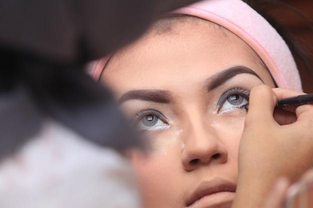 Make-up-vorbereitung für eine hochzeit