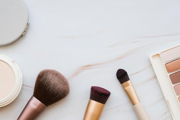 Makeup-tools und lidschatten