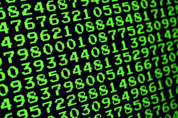 Makro der passwortauswahl auf dem monitor des bürocomputers