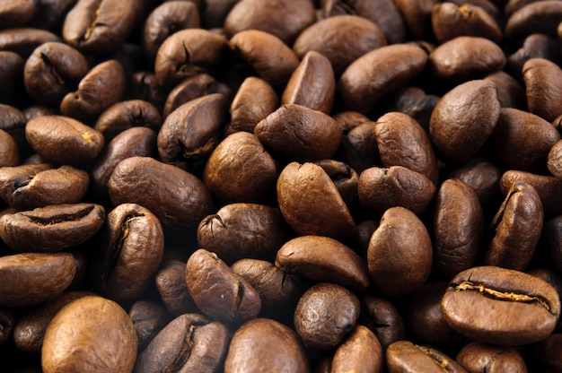 Makro des kaffeebohnehintergrundabschlusses oben