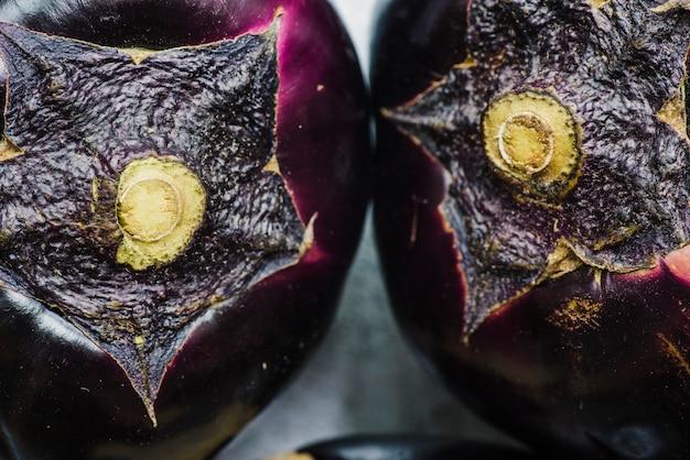 Makroschuß von zwei auberginen