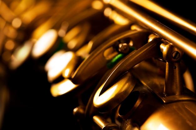 Makroselektiver fokus des goldenen saxophons des tenorsax