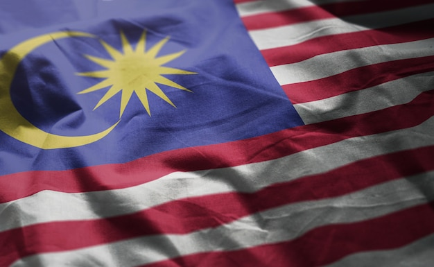 Malaysia-flagge zerknittert nah oben