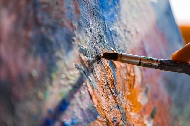 Malen auf der leinwand mit acryl