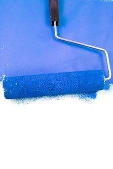 Malen mit einer blauen farbe