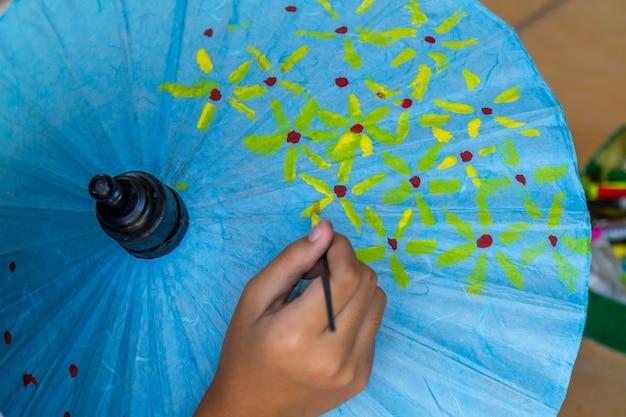Malen sie blumenregenschirm