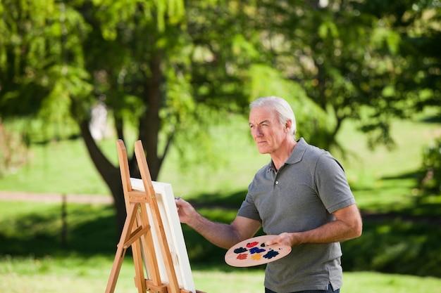 Malerei des älteren mannes im garten