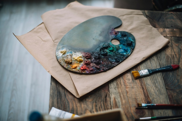 Malerei-konzept mit farbpalette