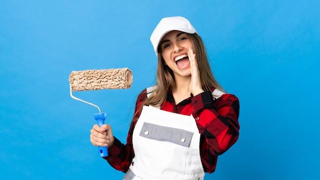 Malerfrau auf lokalem blauem schreien mit weit geöffnetem mund